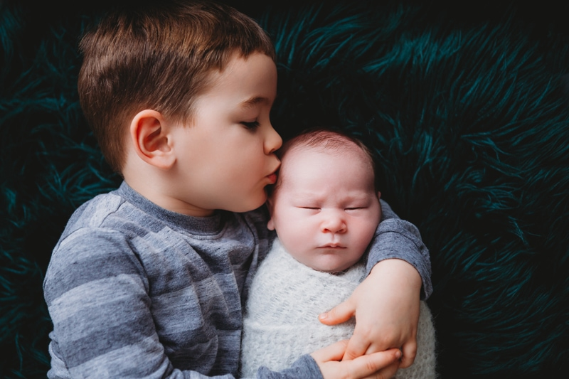 Newborn Photography, Sibling Kissing little baby